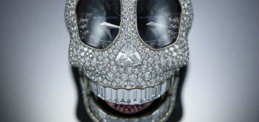 s-chasami-crazy-skull-v-vide-cherepa-ot-yuvelirnogo-brenda-de-grisogono-vy-provedete-vremya-veselo-i-omerzitelno