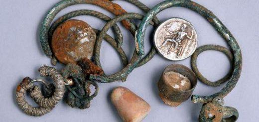 monety-i-dragocennosti-epoxi-aleksandra-velikogo-obnaruzheny-v-severnom-izraile